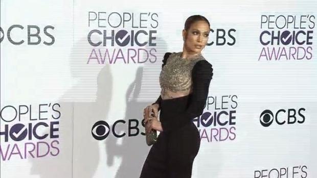 Jennifer Lopez zdobyła swoją pierwszą nagrodę People's Choice Award! Odbierając ją zrobiła wrażenie nie tylko spektakularną kreacją, ale też poruszającą przemową.