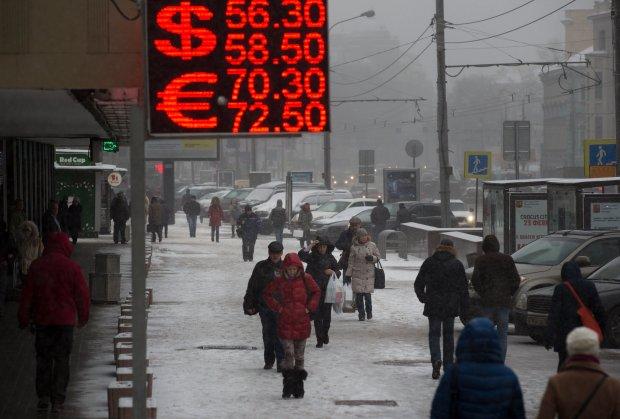 Kurs rubla dalej spada. Ekspert: Fala podwy�ek dopiero wzbiera. Odczuj� to sprzedawcy w Polsce