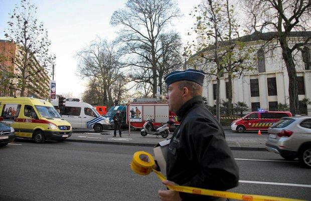 Bia�y proszek w meczecie w Brukseli 200 m od Komisji Europejskiej. Wojskowi chemicy weszli do �wi�tyni