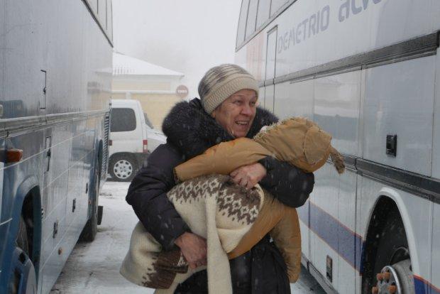 """""""Ja nie mog� ju� tu mieszka�"""". Rozpocz�a si� ewakuacja Polak�w z Donbasu"""