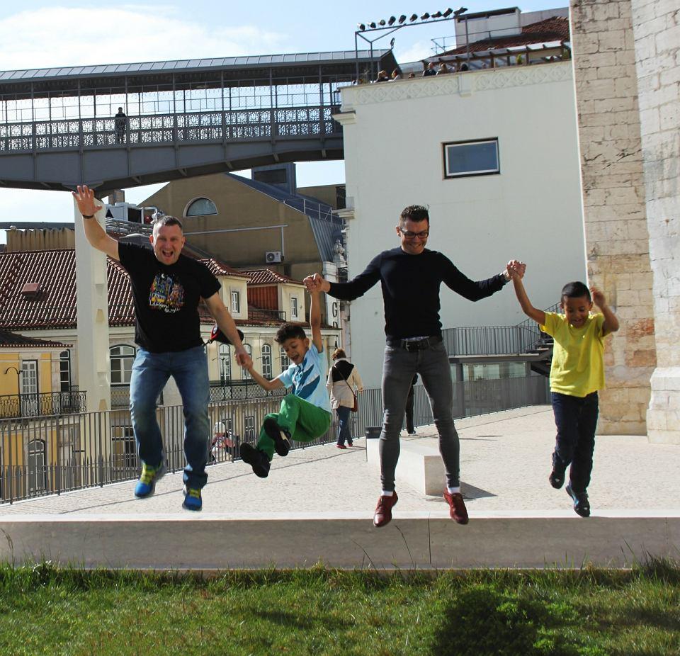 Jacek z Brandonem i Andrzej z Adamem na wakacjach w Lizbonie