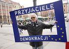 KOD Wroc�aw. Kolejna manifestacja na placu Solnym [RELACJA, ZDJ�CIA]