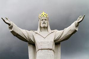 W Ja�le stanie wielki pomnik Jezusa Chrystusa Kr�la Wszech�wiata