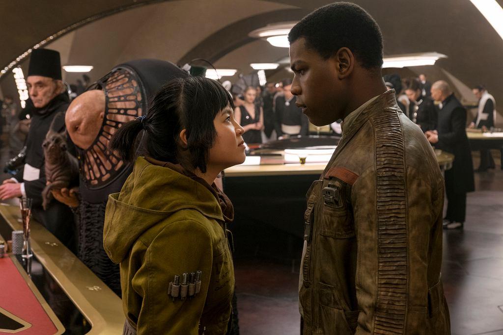 Kelly Marie Tran i John Boyega w filmie 'Gwiezdne wojny: Ostatni Jedi' / David James / AP