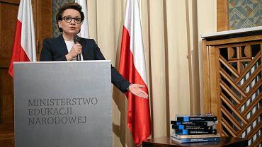 Minister edukacji Anna Zalewska przekonywała dziennikarzy: - Reforma jest przemyślana, odpowiedzialna, rozłożona na wiele lat, poparta badaniami Instytutu Badań Edukacyjnych i raportami NIK
