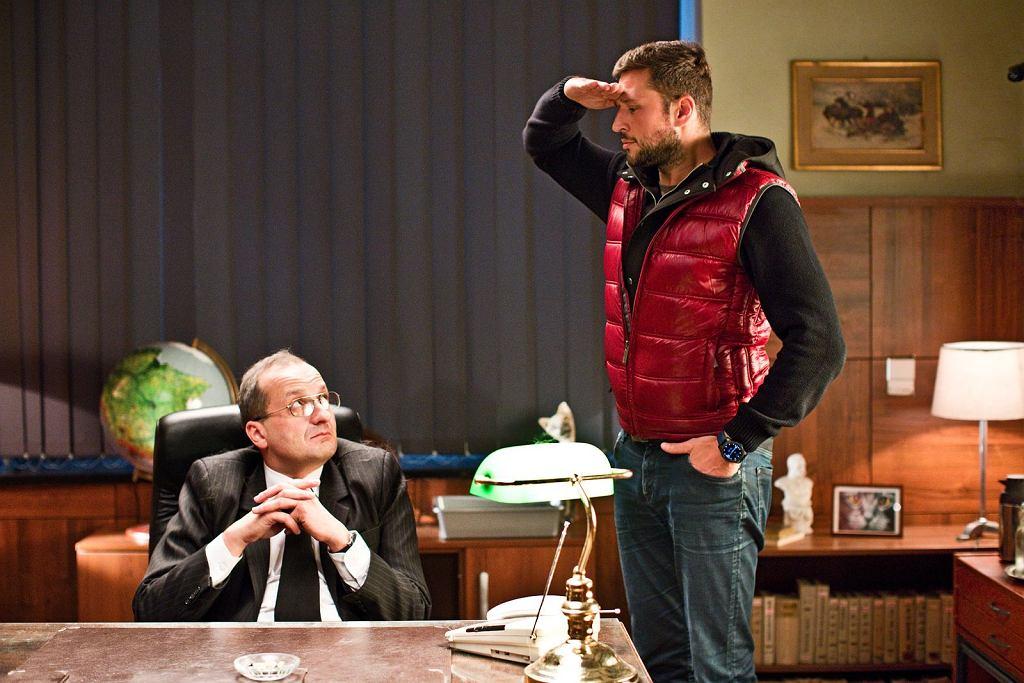 Robert Górski na planie serialu ''Ucho prezesa'' (fot. materiały prasowe Showmaxa)