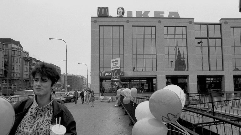 Ikea w centrum miasta, t�umy przed Burger Kingiem. Pami�tacie tamt� Warszaw�?