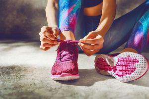 Pastelowy strój na fitness. Stylowe i subtelne zestawy sportowe