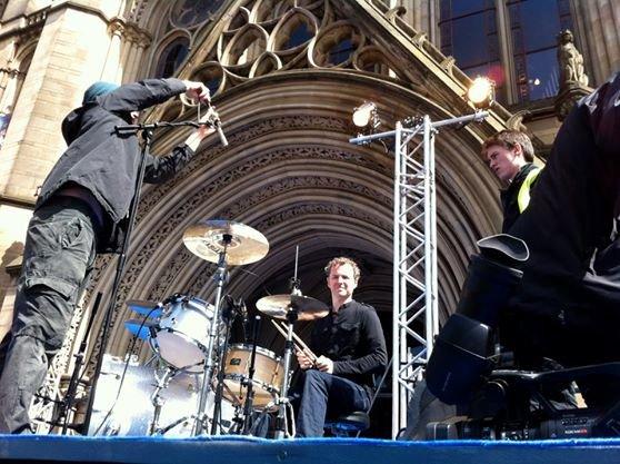 Dwóch członków formacji Doves stworzyło nowy zespół o nazwie Black Ships.