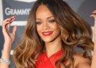 """Rihanna zwykle nosi peruki. W nowej sesji pokaza�a swoje naturalne w�osy. """"Dziwne"""", """"jak po uderzeniu pioruna"""""""