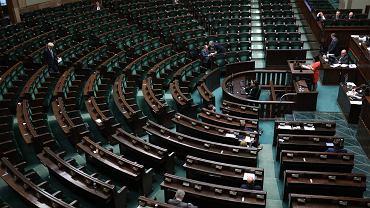 61 posiedzenie Sejmu VIII Kadencji. Debata dot. Sądu Najwyższego - posłanka Nowoczesnej przemawia do niemal pustej sali. Warszawa, 11 kwietnia 2018,