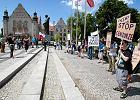 Partia Razem w Poznaniu demonstrowa�a przeciwko nowej ustawie antyterrorystycznej