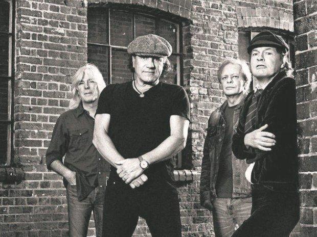 """Zespół opublikował w sieci klip do utworu """"Rock The Blues Away""""."""
