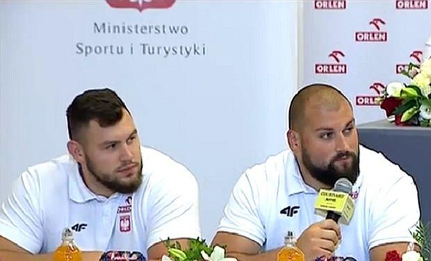 Konrad Bukowiecki i Michał Haratyk w trakcie konferencji prasowej reprezentacji Polski