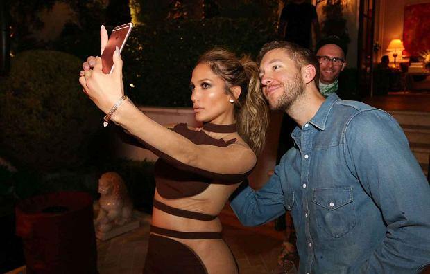 Wygląda na to, że Jennifer Lopez szybko pocieszyła się po rozstaniu z Casperem Smartem. Według najnowszych doniesień, 47-letnia piosenkarka spotyka się z DJ-em, Calvinem Harrisem.