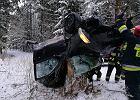 Rozpędzonym seatem nabił się na pień drzewa. Kierowca w Trzciance był zupełnie bez szans