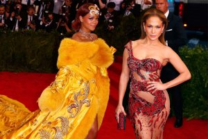 Met Gala 2015: 20 najbardziej spektakularnych stylizacji. Kim Kardashian jak Beyonce, Rihanna przy�mi�a wszystkich