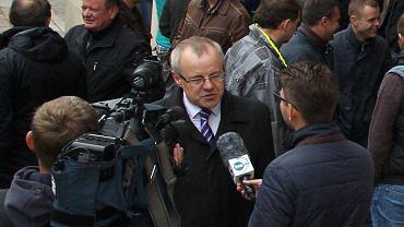 7 października 2015 r. Rolniczy protest przed siedzibą szczecińskiej prokuratury. Stanisław Zimnicki domaga się uwolnienia aresztowanych przez sąd w związku ze zmową przetargową rolników spod Pyrzyc