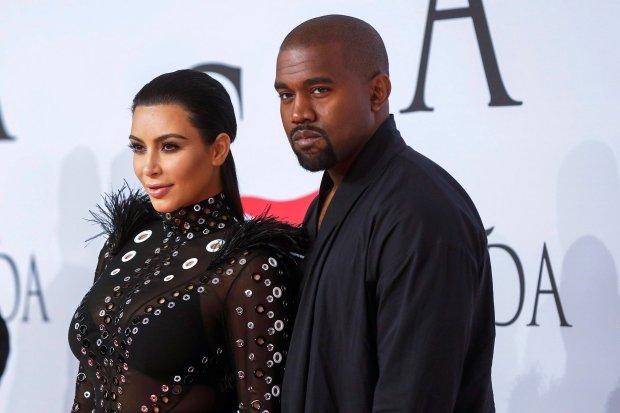 Kanye West i Kim Kardashian wciąż nie schodzą z okładek celebryckich magazynów. Tym razem królują w mediach za sprawą plotek dotyczących ich rozwodu. Problemy w małżeństwie Westów zaczęły się jakiś czas temu, a mijający czas tylko pogłębia ten kryzys. Wszystko wskazuje na to, że najgorętsza para Hollywood znalazła się w głębokim, rodzinnym dołku.