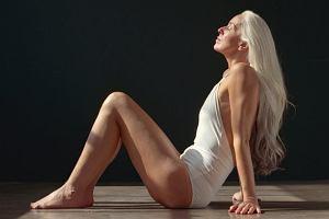 Nie uwierzycie, ile lat ma ta modelka. Yazemeenah Rossi twierdzi, że nieprzemijającą urodę zawdzięcza... awokado i oliwie z oliwek [ZDJĘCIA]