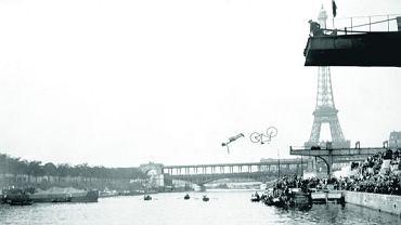Paryż, 22 czerwca 1913 r. Zawody w skakaniu do Sekwany - jadący na rowerze odrywał się w locie od swego bicykla, a następnie nurkował w rzece. My także organizujemy wiele dziwacznych konkurencji sportowych