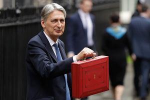 Brytyjski sekretarz skarbu Philip Hammond przed prezentacją budżetu