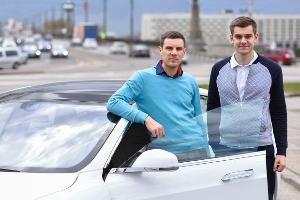 Markus Villig (z prawej), CEO i twórca aplikacji Taxify