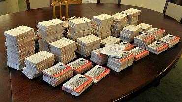8295 pocztówek przysłali do Trybunału Konstytucyjnego czytelnicy 'Wyborczej'