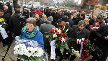 13.02.2015. Uroczystość pod tablicą w miejscu spalonej szczecińskiej synagogi