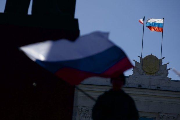 Flaga Rosji nad krymskim parlamentem