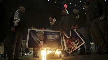 Prezydent Donald Trump zapowiedział przeniesienie ambasady USA w Izraelu z tel Avivu do Jerozolimy. Na zdjęciu: protest Palestyńczyków. Betlejem na Zachodnim Brzegu, 6 grudnia 2017
