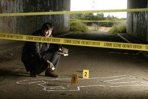 """""""Stojąc w cudzym grobie"""": nowy kryminał Rankina ze słynnym inspektorem Rebusem. Skąd ten fenomen?"""