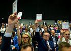 """Minister przemawia, prawnicy wychodzą. """"Konstytucja!"""" - skandują. To odpowiedź na list prezydenta Andrzeja Dudy"""