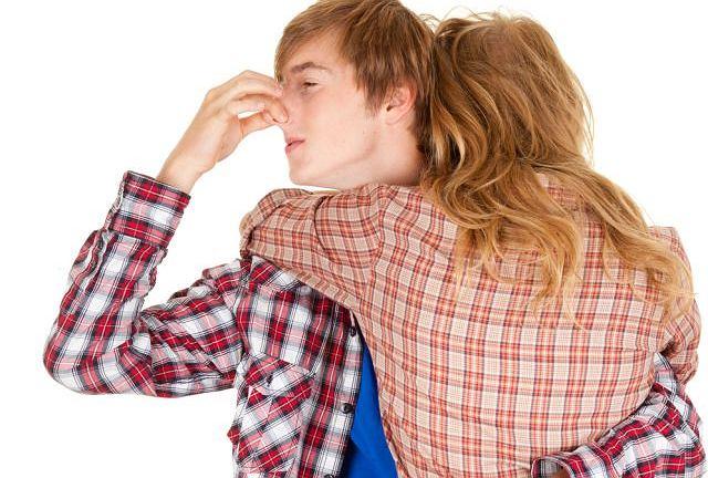 Trudno powiedzieć, nawet najbliższej osobie, że brzydko pachnie. Prawdziwy przyjaciel jednak to robi. Sami czasem przykrego zapachu nie czujemy, a może być objawem poważnej choroby