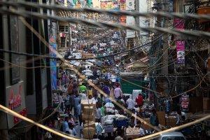 Indie zbudowa�y p� miliona toalet. Teraz sprawdzaj�, czy mieszka�cy z nich korzystaj�