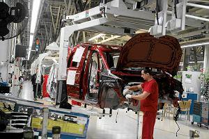 GUS: Produkcja przemysłowa i sprzedaż detaliczna w górę