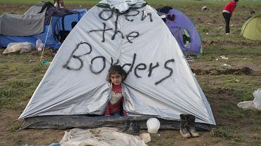 Obóz dla uchodźców w pobliżu granicy z Macedonią