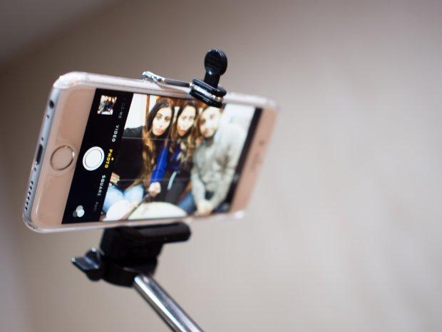 Wasz profil na Instagramie nadal nie wygląda tak, jakbyście tego oczekiwali? Zdjęcie robione w domu odstrasza, zamiast przyciągać kolejnych obserwatorów na profilach społecznościowych? Może to czas, by wybrać się do Petersburga? Rosyjskie miasto stworzyło specjalny tunel do robienie perfekcyjnego selfie. Na czym polega fenomen tego miejsca?