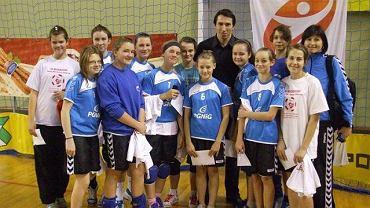 Angelika Pliżga z koleżankami z zespołu
