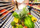 Koszyk cen: Du�e sieci chc� na�ladowa� sklepy osiedlowe - b�d� r�nicowa� ceny