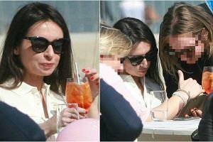 Marta Kaczyńska skorzystała z pięknej pogody i spotkała się z przyjaciółkami, aby posiedzieć razem przy drinkach nad morzem. Zobaczcie, jak spędzała popołudnie.