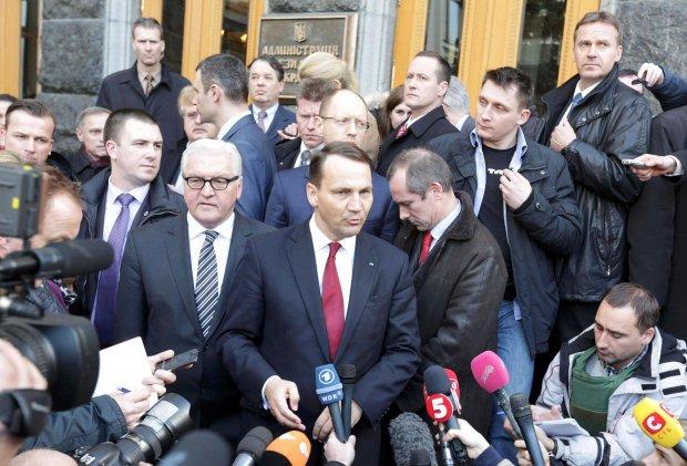 Radosław Sikorski w Kijowie, 21 lutego 2014 r.