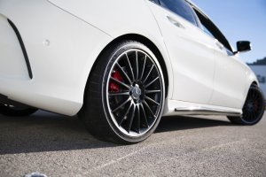 Mercedes-AMG ponownie wybra� opony Dunlop