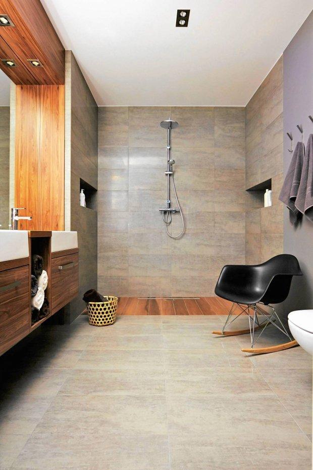 �azienka z prysznicem bez tradycyjnego brodzika