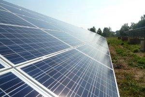 Energa z wielkimi panelami fotowoltanicznymi. Farma pod Gda�skiem
