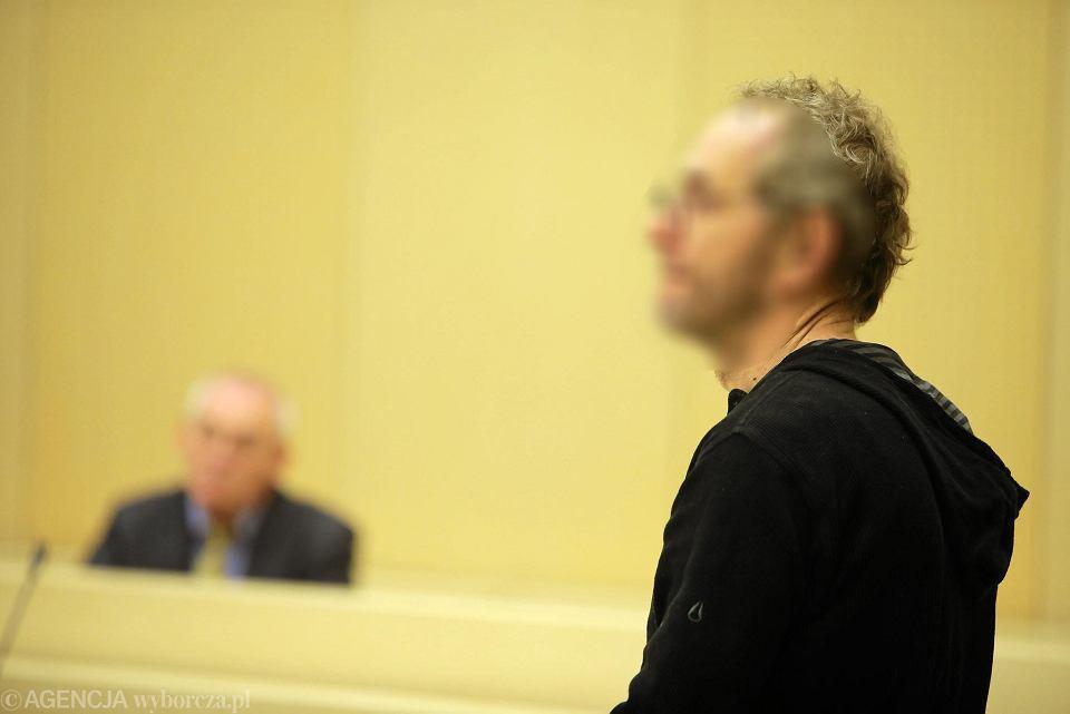 Proces Aleksandra Gawronika w sprawie zabójstwa Jarosława Zientary . Zeznaje Piotr Najsztub, który nie zgodził się na publikacje wizerunku z rozprawy 6 grudnia