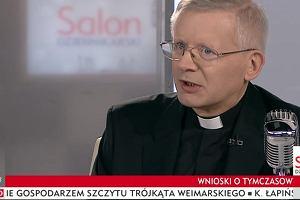 """Ksiądz w TVP Info mądrzy się w sprawie Magdaleny Żuk. Ma jedną radę dla """"kochanych pań"""""""