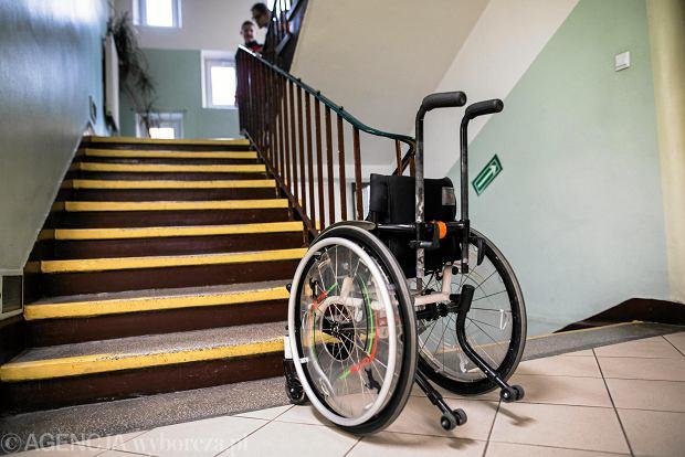 Nawet 38 uczniów w klasie, wózek wnoszony po schodach. NIK zbadała, jak uczymy dzieci z niepełnosprawnościami