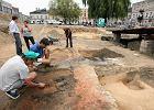 Wykopaliska na rynku. Archeolodzy odnale�li ratusz starej Cz�stochowy