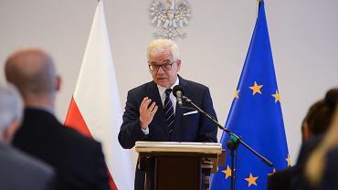 Minister spraw zagranicznych w rządzie PiS Jacek Czaputowicz podczas konferencji prasowej po inauguracji aplikacji dyplomatyczno - konsularnej w Akademii Dyplomatycznej MSZ. Warszawa, 10 września 2018
